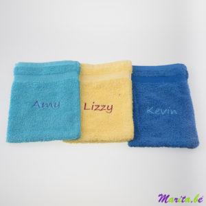 Gants de toilette brodé avec nom, un petit remerciement ou combiné avec d'autres serviettes pour faire un beau set.