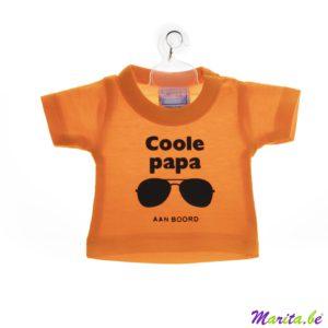 mini t-shirt met kapstokje om in de auto te hangen van een coole papa