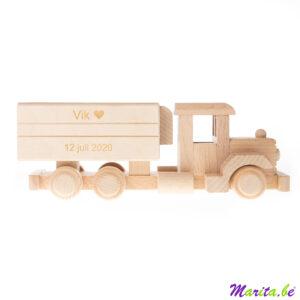 houten vrachtwagen met naam en geboortedatum Vik 12 juli 2020