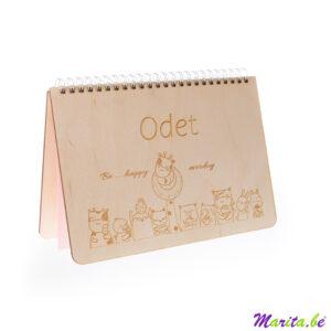 boekje met houten kaft, gepersonaliseerd met naam en tekening